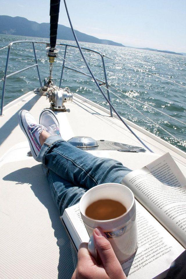 фото чашки кофе у моря
